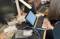 """В Україні затримали хакера за підозрою в крадіжці """"десятків мільйонів доларів"""" з банків США і Канади"""