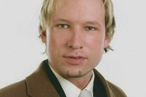Норвежский террорист хочет открытого суда