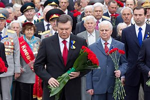 Янукович ушанував пам'ять жертв ВВВ