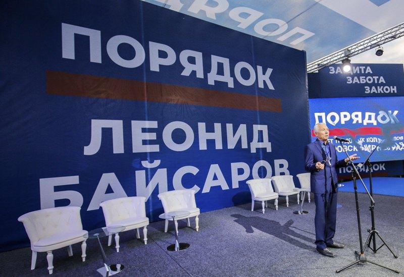 Леонід Байсаров під час передвиборчої агітації в Покровську