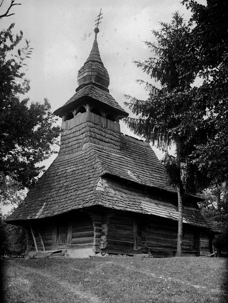 Церква ХVIII ст. у селі Нижня Визниця – один із багатьох дерев'яних храмів, що їх прирекла на загибель побудова нової, мурованої церкви