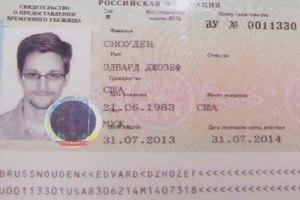 Отец Сноудена встретится с сыном в Москве