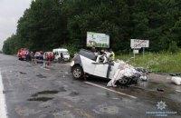 В Хмельницкой области в ДТП с грузовиком и легковушкой погибла семья из трех человек