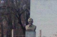 В Чернигове снесли памятник Петровскому