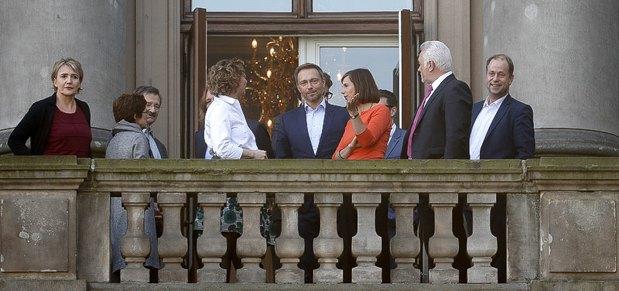 Лидеры партий на балконе Бундестага во время перерыва после переговоров, 19 октября 2017.