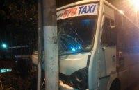 Маршрутка врезалась в электроопору в Одессе: 9 пострадавших