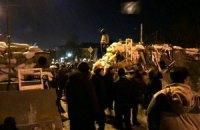 Протестующие строят новую баррикаду на Институтской, Майдан расширяется (ОБНОВЛЕНО, онлайн-трансляция)