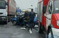 Автомобіль із номерами Міноборони влаштував масштабну аварію на мосту Патона