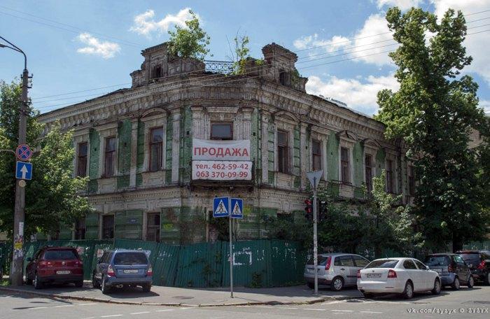 Дом на углу Ильинской и Волошской.