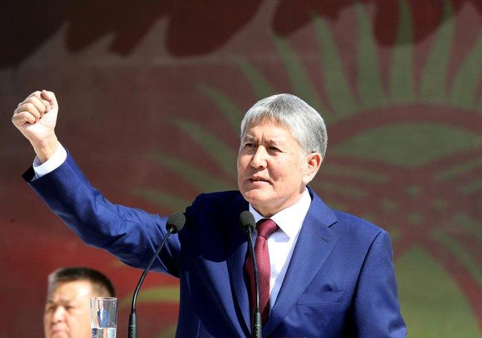 Алмазбек Атамбаев на параде по случаю Дня независимости Кыргызстана в Бишкеке, 31 августа 2016 г.