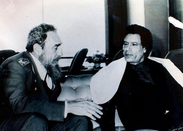 Полковник Муаммар Каддафи и кубинский лидер Фидель Кастро.
