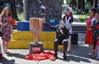 """В городах Украины прошла акция """"Совок не пройдет"""" против инициатив мэра Харькова"""