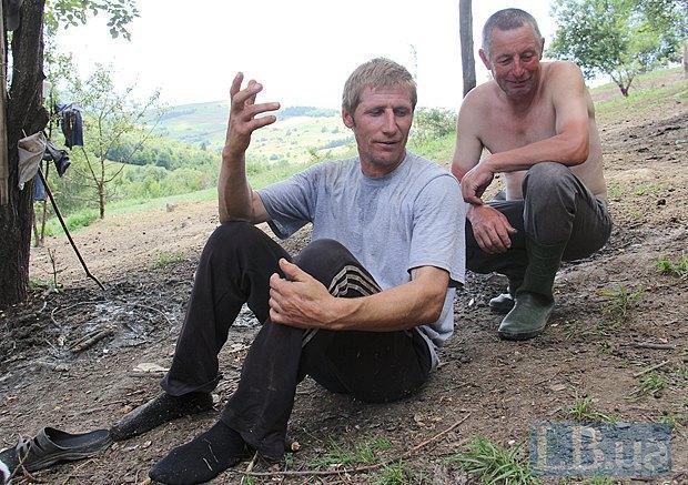 Руслан розповідає Василю останні новини