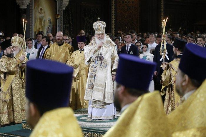 Патриарх Московский и всея Руси Кирилл ( в центре)