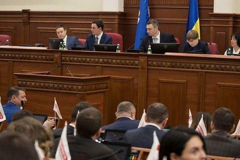 """""""Свобода"""" провела людей в камуфляже на заседание Киевсовета"""