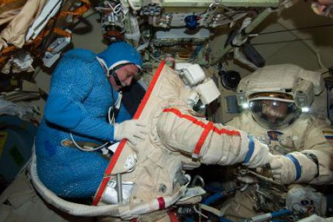 Історичний вихід у космос жіночого екіпажу не відбудеться через нестачу скафандрів