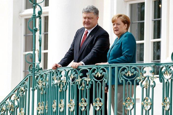 Канцлер Німеччини Ангела Меркель та президент України Петро Порошенко під час зустрічі у резиденції Федерального уряду ФРН, замку Мезеберг, Німеччина, 20 травня 2017.