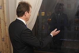 Попов пообещал остановить одну из скандальных строек