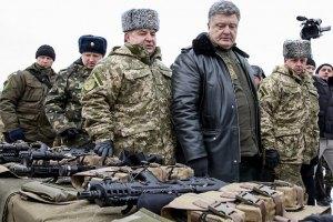 Порошенко поручил привлекать волонтеров к выбору поставщиков для армии