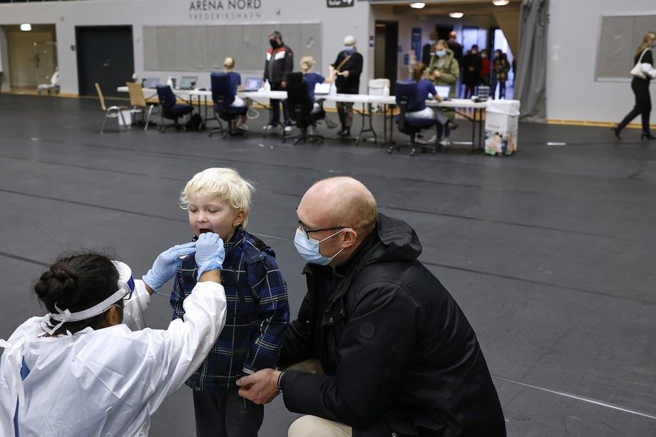 Данців тестують на Covid-19 у тестувальному центрі Арені Норд у Фредеріксгавні, 07 листопада 2020