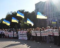 В Днепропетровске прошла акция протеста против закрытия магазинов second hand