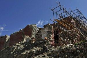 В Китае после землетрясения растет число жертв