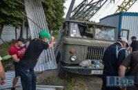 В Киеве на Печерске сломали забор незаконной стройки
