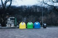 В центре Киева установили 55 новых контейнеров для раздельного сбора мусора