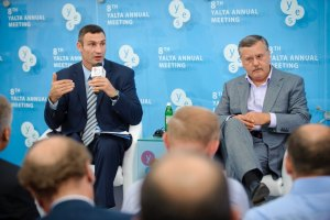Суд запретил Гриценко и Кличко поддерживать чернобыльцев в Донецке
