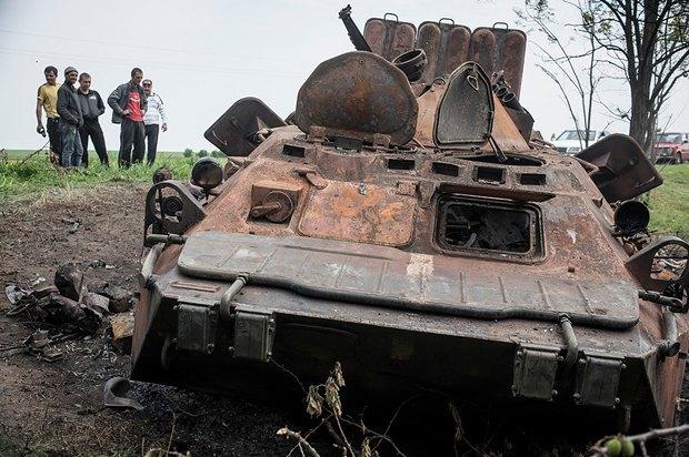 Сгоревший БТР украинской армии под Краматорском