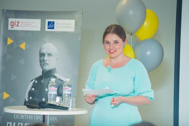 Виктория Страхова. Церемония закрытия программы Лидерство в публичных финансах в 2016 году в Киевской школе экономики