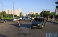 В Киеве на перекрестке столкнулись машины