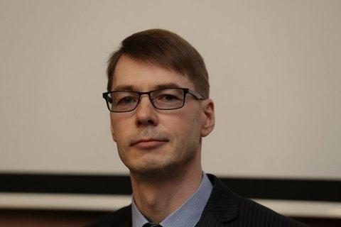 Естонський міністр пішов у відставку через чутки про те, що він бив дружину