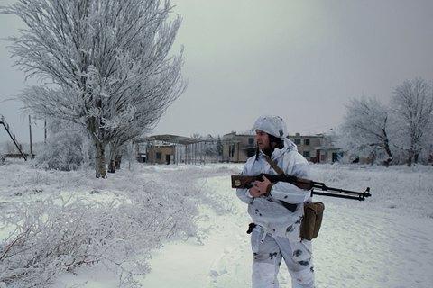 Боевики обстреляли военный автомобиль из ПТРК, трое бойцов получили контузию