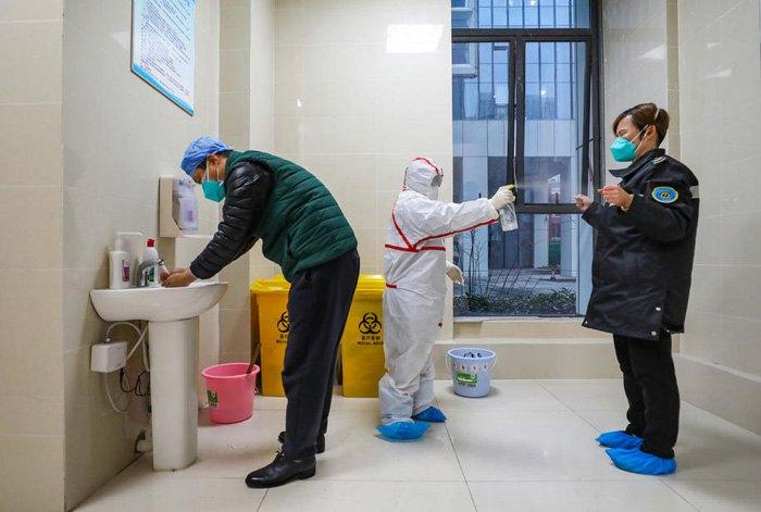 Китайські медики під час чергування