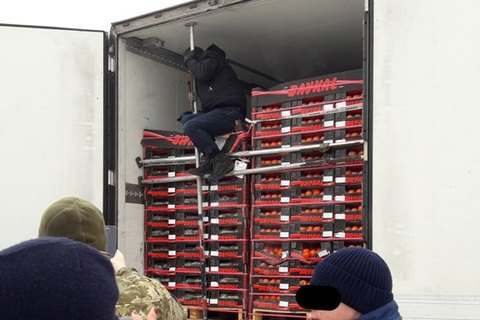 Іранець, який сховався у вантажівці-рефрижераторі, потрапив в Україну замість Німеччини