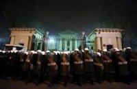 В Варшаве российское посольство закидали петардами и файерами