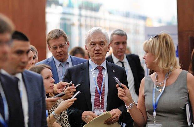 Геннадий Тимченко ( в центре)