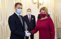 Новое правительство Словакии принесло присягу в масках и перчатках