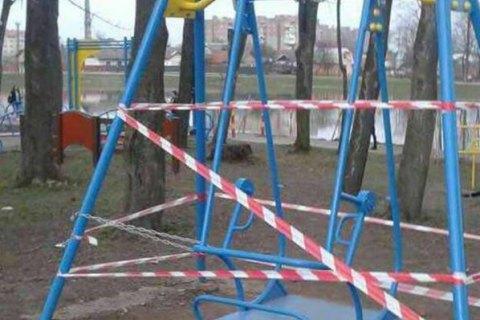 Студентка ПТУ отримала смертельну травму на дитячій гойдалці в Коломиї