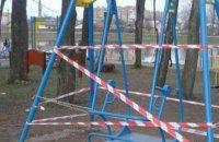Студентка ПТУ получила смертельную травму на детских качелях в Коломые