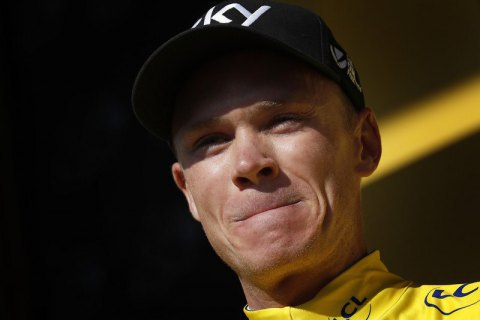 """4-разового переможця """"Тур де Франс"""" доставили вертольотом у реанімацію після падіння на етапі """"Критеріум Дофіне"""""""