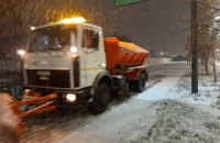 Сегодня ночью в Киеве задействовали 100 единиц снегоуборочной техники
