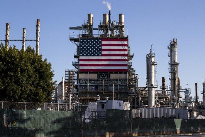 Нефтеперерабатывающий завод Marathon Los Angeles в Уилмингтоне, Калифорния, США