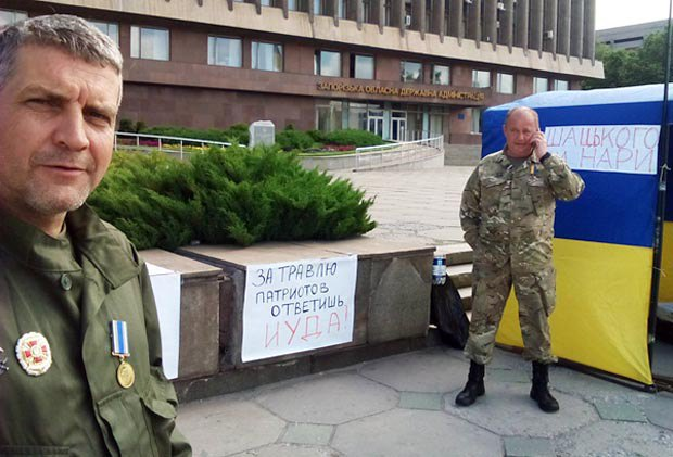 Александр Федорченко (слева) во время акции протеста против Шацкого