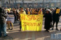 """Под КГГА киевляне требуют расследовать поджог """"Жовтня"""" и других исторических зданий"""