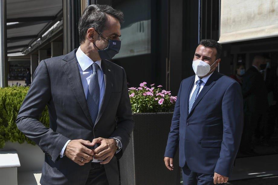 Прем'єр-міністр Греції Кіріакос Міцотакіс і його північномакедонський колега Горан Заєв (праворуч) під час перемовин в Афінах, 16 вересня 2020