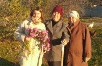 Врачи ПДМГ помогли высадить сад в Станице Луганской