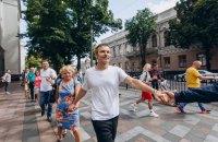 Прихильники Вакарчука вишикувалися в живий ланцюг навколо Ради