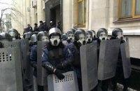 Демонстранты подошли к Администрации и Кабмину, драк с милицией нет